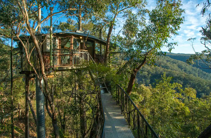 blue mountains treehouse with suspensed pathway leading to front door
